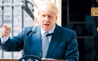 O Μπ.  Τζόνσον θα επιδιώξει την έξοδο της χώρας από την Ευρωπαϊκή Ενωση στις 31 Ιανουαρίου και στη συνέχεια  θα ξεκινήσει η μεταβατική περίοδος, κατά την οποία οι δύο πλευρές θα προσπαθήσουν να διαμορφώσουν τη σχέση τους με τα νέα δεδομένα.