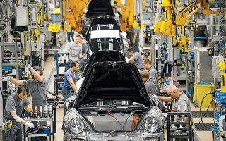Σύμφωνα με τις εκτιμήσεις της IHS Markit, φέτος η παραγωγή των αυτοκινητοβιομηχανιών ανά τον κόσμο δεν θα υπερβεί τα 88,8 εκατ. οχήματα, επιβατικά και ελαφρά φορτηγά. Θα είναι, δηλαδή, μειωμένη κατά 6% σε σύγκριση με το περασμένο έτος.