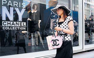 Η Chanel, συνώνυμη των καπιτονέ τσαντών με αλυσίδα, των μπλέιζερ από τουίντ και του αρώματος Chanel No. 5, έχει ταυτιστεί με τη γυναικεία κομψότητα. Μέσω των ανδρικών ρολογιών επιχειρεί να προσεγγίσει περισσότερους άνδρες καταναλωτές με οικονομική επιφάνεια.