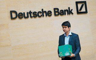 Μετά την παγκόσμια χρηματοπιστωτική κρίση του 2008, ο αριθμός των εργαζομένων στις 10 μεγαλύτερες τράπεζες της Ευρώπης –από πλευράς κεφαλαιοποίησης– έχει μειωθεί κατά 25% και έχει περιορισθεί στο 1,1 εκατ. άτομα.