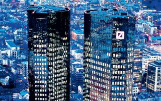 Η διοίκηση της Deutsche Bank ενδέχεται να μειώσει το ύψος των μπόνους που δίνει μέχρι και κατά 20%.