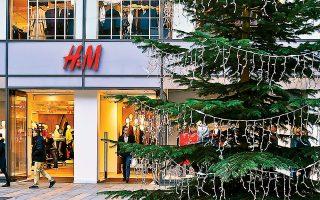 Η αλυσίδα καταστημάτων H&M στη Γερμανία δέχεται κανονικά τα μάρκα, επιστρέφοντας βέβαια ρέστα σε ευρώ.