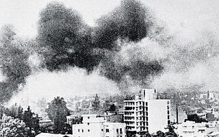 Η Λευκωσία βομβαρδίζεται από την τουρκική αεροπορία.