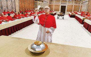 Ο Τζόναθαν Πράις υποδύεται τον μεταρρυθμιστή Αργεντίνο καρδινάλιο Μπεργκόλιο, ο οποίος έχασε στην ψηφοφορία του 2005 από τον συντηρητικό Γερμανό Βενέδικτο (Αντονι Χόπκινς). Το 2013 τον διαδέχθηκε στην ηγεσία της Καθολικής Εκκλησίας.