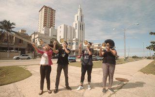 Στο «Granma» ο Κέγκι εξετάζει την Κουβανική Επανάσταση μέσα από τα μάτια τεσσάρων νεαρών Κουβανών, οι οποίοι συνομιλούν με το κοινό. Μία εξ αυτών είναι μουσικός, παίζει τρομπόνι και μαθαίνει και τους άλλους τρεις. MIKKO GAESTEL