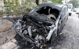 Το περιστατικό συνέβη στις 2.30 τα ξημερώματα της Δευτέρας στην οδό Γαλατσίου. Οι δράστες πιθανολογείται ότι περιέλουσαν το αυτοκίνητο με εύφλεκτο υγρό και έβαλαν φωτιά.