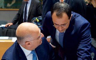 Ο ΥΠΕΞ Νίκος Δένδιας με τον Κύπριο ομόλογό του Νίκο Χριστοδουλίδη, κατά τη χθεσινή συνεδρίαση του Συμβουλίου Εξωτερικών Υποθέσεων της Ε.Ε.