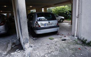 Αυτοκίνητο με υλικές ζημιές μετά από την έκρηξη με γκαζάκια που σημειώθηκε τα ξημερώματα σε πολυκατοικία στο Χαλάνδρι, Πέμπτη 12 Δεκέμβριου 2019. Μπαράζ εμπρηστικών επιθέσεων με γκαζάκια σημειώθηκε τη νύχτα, με στόχο, μεταξύ άλλων, το αυτοκίνητο αξιωματικού της αστυνομίας επικεφαλής της εξωτερικής φρουράς των φυλακών Κορυδαλλού και την πολυκατοικία που μένει ο δημοσιογράφος Θεοδόσης Πάνου, ο οποίος καλύπτει το αστυνομικό ρεπορτάζ. ΑΠΕ-ΜΠΕ/ΑΠΕ-ΜΠΕ/ΑΛΕΞΑΝΔΡΟΣ ΒΛΑΧΟΣ