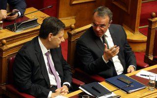 Ο ΥΠΟΙΚ Χρήστος Σταϊκούρας (Δ) και ο ΥφΟΙΚ Θεόδωρος Σκυλακάκης (Α), συνομιλούν στο ξεκίνημα της συζήτηση για τον Προϋπολογισμό του 2020, Σάββατο 14 Δεκεμβρίου 2019. Ξεκινά σήμερα η συζήτηση στη Βουλή για τον Προϋπολογισμό του 2020 η οποία θα ολοκληρωθεί με  ψηφοφορία την προσεχή Τετάρτη. ΑΠΕ-ΜΠΕ/ΑΠΕ-ΜΠΕ/Αλέξανδρος Μπελτές