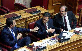 Ο υφυπουργός Οικονομικών, αρμόδιος για τη φορολογική πολιτική και τη δημοσία περιουσία, Απόστολος Βεσυρόπουλος (Δ), ο υφυπουργός Οικονομικών, αρμόδιος για την δημοσιονομική πολιτική, Θεόδωρος Σκυλακάκης (Κ) και ο υφυπουργός Αγροτικής Ανάπτυξης και Τροφίμων, αρμόδιος για την Κοινή Αγροτική Πολιτική, Κώστας Σκρέκας (Α), συνομιλούν  στη δεύτερη μέρα της συζήτησης για τον Προϋπολογισμό του 2020, Κυριακή 15  Δεκεμβρίου 2019. Ξεκίνησε χθες η συζήτηση στη Βουλή για τον Προϋπολογισμό του 2020 η οποία θα ολοκληρωθεί με  ψηφοφορία την προσεχή Τετάρτη. ΑΠΕ-ΜΠΕ/ΑΠΕ-ΜΠΕ/Αλέξανδρος Μπελτές