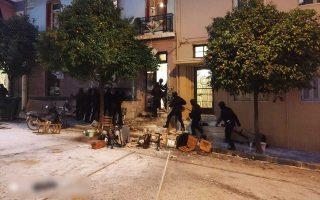 (Ξένη δημοσίευση)  Φωτογραφία που δόθηκε στη δημοσιότητα από την ΕΛ.ΑΣ. μετά την αστυνομική επιχείρηση για την εκκένωση τριών κτιρίων που τελούσαν υπό κατάληψη στην περιοχή του Κουκακίου και συγκεκριμένα στις οδούς Ματρόζου 45, Αρβάλη 3 και Παναιτωλίου 21, την  Τετάρτη 18 Δεκεμβρίου 2019. Συνολικά και από τις τρείς καταλήψεις συνελήφθησαν εννιά άτομα και συγκεκριμένα επτά ημεδαποί και δύο αλλοδαποί. Επίσης κατά τη διάρκεια των επιχειρήσεων τραυματίσθηκαν τρείς αστυνομικοί.  ΑΠΕ ΜΠΕ/ΥΠΟΥΡΓΕΙΟ ΠΡΟΣΤΑΣΙΑΣ ΤΟΥ ΠΟΛΙΤΗ/STR