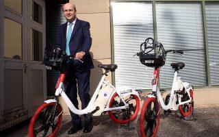 Ο υπουργός Περιβάλλοντος και Ενέργειας,  Κωστής Χατζηδάκης, στο πλαίσιο των πράσινων δράσεων του υπουργείου παρουσιάζει τα ηλεκτροκίνητα αυτοκίνητα και ποδήλατα που θα χρησιμοποιούνται για τις υπηρεσιακές μετακινήσεις , Αθήνα, Παρασκευή 20 Δεκεμβρίου 2019. ΑΠΕ-ΜΠΕ/ΑΠΕ-ΜΠΕ/ΟΡΕΣΤΗΣ ΠΑΝΑΓΙΩΤΟΥ