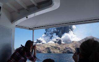 Ενας τεράστιος πίδακας ηφαιστειακής τέφρας απελευθερώθηκε από την έκρηξη, η οποία ήταν ορατή από το Βόρειο Νησί.