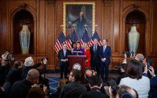 H πρόεδρος της Βουλής των Αντιπροσώπων, Νάνσι Πελόσι, ανακοινώνει τις κατηγορίες με βάση τις οποίες η Βουλή θα παραπέμψει την ερχόμενη εβδομάδα τον Αμερικανό πρόεδρο Τραμπ σε δίκη. Πρόκειται για τις κατηγορίες της κατάχρησης εξουσίας και της παρεμπόδισης των ερευνών του Κογκρέσου. Η παραπομπή του Τραμπ αναμένεται να ναυαγήσει στην ελεγχόμενη από τους Ρεπουμπλικανούς Γερουσία.