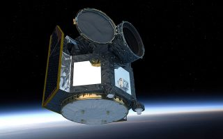 To τηλεσκόπιο «Cheops» μεταφέρθηκε στο Διάστημα πάνω σε έναν πύραυλο Σογιούζ, ακολουθώντας μία ασυνήθιστη τροχιά από πόλο σε πόλο. EPA/ATG MEDIALAB/ESA
