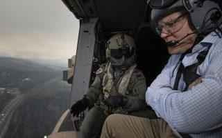 Επάνω από την πληγείσα περιοχή των Γαλάζιων Ορέων, δυτικά του Σίδνεϊ, πέταξε χθες ο Αυστραλός πρωθυπουργός Σκοτ Μόρισον.