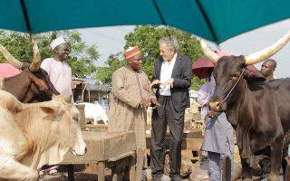 Ο Μπερνάρ-Ανρί Λεβί επισκέφθηκε ο ίδιος τη Νιγηρία, για να διαπιστώσει ιδίοις όμμασι τις φρικαλεότητες εναντίον των χριστιανών. GILLES HERTZOG