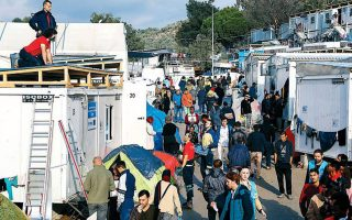 Μόνο το 2019 κατατέθηκαν 68.852 αιτήματα ασύλου, ενώ αυτή τη στιγμή σε όλη τη χώρα εκκρεμούν συνολικά προς εξέταση σε α΄ βαθμό 83.633 αιτήματα (φωτ. από το ΚΥΤ της Μόριας στη Λέσβο).