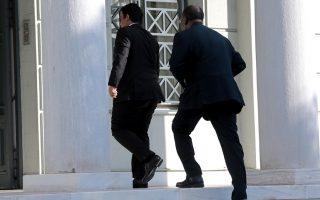 Ο πρέσβης της Λιβύης στην Ελλάδα (Α) εισέρχεται στο Υπουργείο Εξωτερικών το πρωί της Παρασκευής.