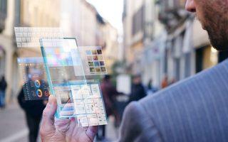 Στους ψηφιακούς δημόσιους χώρους στο μέλλον οι άνθρωποι θα συζητούν παραμένοντας ανώνυμοι. Αν το θελήσουν, θα μπορούν να είναι απλά πρόσωπα ενός πλήθους και όχι σύνολα δεδομένων κατάφορτα με προσωπικές πληροφορίες. SHUTTERSTOCK