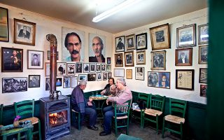 Το παραδοσιακό καφενείο του «Μίχαλου» στα Ανώγεια. (Φωτογραφία: Shutterstock)