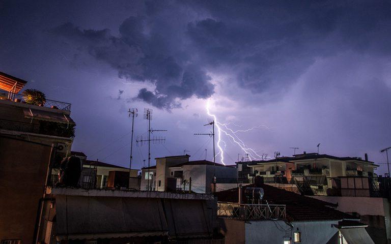 Kαταιγίδες και θυελλώδεις ανέμους μέχρι το βράδυ του Σαββάτου φέρνει ο «Ετεοκλής»