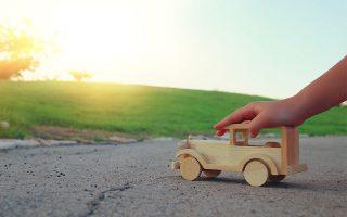 Συστήνεται η επιλογή δώρων πιο φιλικών προς το περιβάλλον, από ξύλο για μικρότερα παιδιά, χρήσιμων αντικειμένων και ανθεκτικών παιχνιδιών, με όσο το δυνατόν μικρότερη συσκευασία.