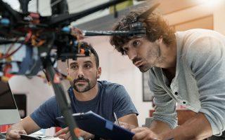 Το πρόγραμμα αφορά Ελληνες εργαζομένους του εξωτερικού, ηλικίας 25-40 ετών, με υψηλού επιπέδου διεθνή επιστημονική και επαγγελματική εμπειρία (τουλάχιστον ενός έτους) και μεταπτυχιακό τίτλο σπουδών.