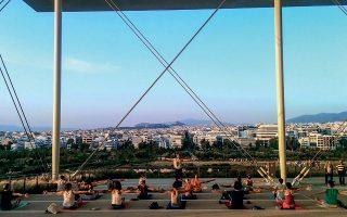 Η γυμναστική σε εξωτερικούς χώρους (όπως στο ΚΠΙΣΝ, εν προκειμένω) υπήρξε μία από τις νέες τάσεις της δεκαετίας.