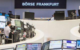 Στη Φρανκφούρτη οι αρχικές απώλειες (1,4%) περιορίστηκαν και η αγορά έκλεισε στο -0,31%.