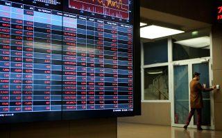 Το τελευταίο διάστημα, παρά τις πολύ θετικές εξελίξεις γύρω από την ελληνική οικονομία, το χρηματιστήριο αδυνατεί να αντιδράσει, όπως σχολιάζουν παράγοντες της αγοράς, υπογραμμίζοντας πως ουσιαστικά η ελληνική αγορά «πληρώνει» την υπεραπόδοσή της.