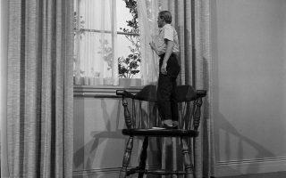 Σκηνή από την κινηματογραφική μεταφορά (το 1957) του «Ανθρώπου που συρρικνώθηκε», που ο Ρίτσαρντ Μάθεσον εξέδωσε το 1956.