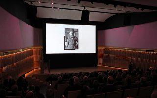 Τη μυθιστορηματική ζωή του Ελευθερίου Βενιζέλου παρουσιάζει η «Καθημερινή» σε συνεργασία με το Εθνικό Ιδρυμα Ερευνών και Μελετών «Ελευθέριος Κ. Βενιζέλος». Ο Νικόλαος Εμμ. Παπαδάκης σκιαγραφεί το πορτρέτο του χαρισματικού ηγέτη σε τέσσερις τόμους. Ο πρώτος τόμος «Ελευθέριος Βενιζέλος. Ο άνθρωπος, ο ηγέτης» που ξεκινά με «Τα χρόνια της Κρήτης» παρουσιάστηκε στο Μουσείο Σύγχρονης Τέχνης του Ιδρύματος Βασίλη & Ελίζας Γουλανδρή και κυκλοφορεί αύριο με την «Κ».