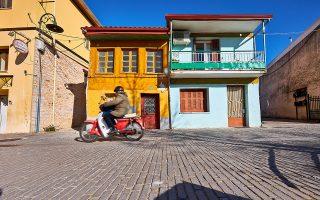 Άποψη της οδού Τοσίτσα στο Κουρμανιό, μία από τις παλιότερες συνοικίες της πόλης. (Φωτογραφία: ΓΙΩΡΓΟΣ ΤΣΑΦΟΣ)