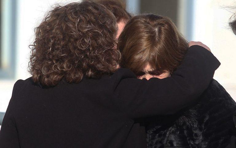 Δίκη για δολοφονία Τοπαλούδη: Οργή των γονιών της για τους δύο κατηγορουμένους