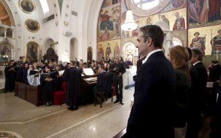 (ΞΕΝΗ ΔΗΜΟΣΙΕΥΣΗ) Ο πρωθυπουργός Κυριάκος Μητσοτάκης με τη τη σύζυγό του Μαρέβα Γκραμπόφσκι, παρακολουθούν την Θεία Λειτουργία στον Ιερό Ναό του Αγίου Νικολάου στο Τάρπον Σπρινγκς της Φλόριντα, Δευτέρα 06 Ιανουαρίου 2020. Ο πρωθυπουργός Κυριάκος Μητσοτάκης επισκέφθηκε το Τάρπον Σπρινγκς της Φλόριντα όπου θα συμμετάσχει στην εορτή των Θεοφανείων παρακολουθώντας τη Θεία Λειτουργία στον Ιερό Ναό του Αγίου Νικολάου ενώ θα παραστεί και στην τελετή κατάδυσης του Τιμίου Σταυρού ενώ στη συνέχεια θα έχει επαφές με ομογενείς στην ευρύτερη περιοχή. ΑΠΕ-ΜΠΕ/ΑΠΕ-ΜΠΕ/ΓΡΑΦΕΙΟ ΤΥΠΟΥ ΠΡΩΘΥΠΟΥΡΓΟΥ/ΔΗΜΗΤΡΗΣ ΠΑΠΑΜΗΤΣΟΣ