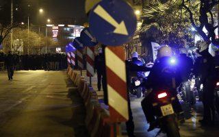 Διαμαρτυρία οπαδών του ΠΑΟΚ στην Θεσσαλονίκη έξω από τα γραφεία της Νέας Δημοκρατίας, προκειμένου να διαμαρτυρηθούν για την εισήγηση της Επιτροπής Επαγγελματικού Αθλητισμού, που προβλέπει τον υποβιβασμό της ομάδας τους, τη Δευτέρα 27 Ιανουαρίου 2020.