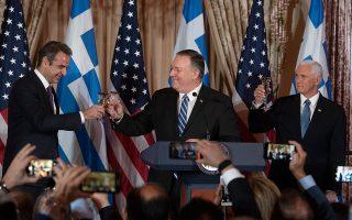 Ο Αμερικανός υπουργός Εξωτερικών Μάικ Πομπέο (στο μέσον) με τον Κυρ. Μητσοτάκη (αριστερά) και τον αντιπρόεδρο των ΗΠΑ Μάικ Πενς, κατά την πρόσφατη επίσκεψη του πρωθυπουργού στην Ουάσιγκτον.