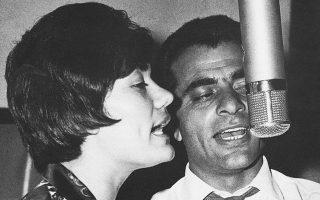 Την περίοδο της δωδεκάχρονης σιωπής του, ο Στέλιος Καζαντζίδης μπήκε μία και μοναδική φορά στο στούντιο για να παίξει γκραν κάσα σε ένα τραγούδι του Χρήστου Λεοντή, στον δίσκο «Συναυλίες '81». Στη φωτογραφία είναι στο στούντιο με τη Μαρινέλλα.