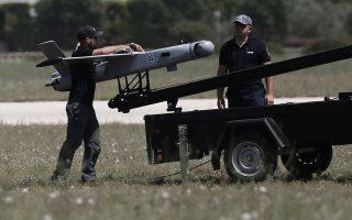 Το αρχηγείο της ΕΛ.ΑΣ. ολοκληρώνει την προμήθεια των 12 μικρών drones, τα οποία θα προστεθούν στον υφιστάμενο στόλο των έξι μη επανδρωμένων αεροσκαφών που διαθέτει η αστυνομία (στη φωτογραφία, η παρουσίαση των πρώτων αεροσκαφών, το 2017). INTIME NEWS