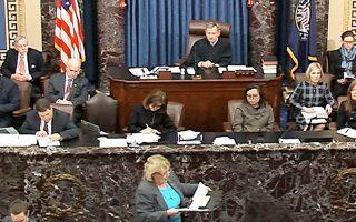 Μία εκ των «διαχειριστών» της πρότασης καθαίρεσης, η Δημοκρατική βουλευτής της Καλιφόρνιας Ζόι Λόφγκρεν, αγορεύει ενώπιον της Γερουσίας.