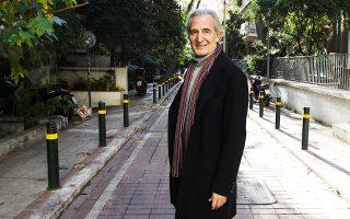 Ο αγαπητός ηθοποιός, σκηνοθέτης και συγγραφέας Γιώργος Κοτανίδης έφυγε χθες από τη ζωή σε ηλικία 74 ετών. Ηταν ένας άνθρωπος ευγενής, ένας δημιουργός αθόρυβος αλλά ουσιαστικός, αφοσιωμένος στην τέχνη και στις ιδέες του. Μπήκε δυναμικά στο θέατρο τη δεκαετία του '70 και το υπηρέτησε με συνέπεια και πάθος (φωτ. Νίκος Κοκκαλιάς).