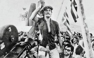 Η απόλυση των πολιτικών κρατουμένων ήταν από τα πρώτα μέτρα της κυβέρνησης. Πάνω, η επιστροφή του Ιω. Χαραλαμπόπουλου από τη Γυάρο. ΜΙΧΑΛΗΣ Γ. ΚΑΤΣΙΓΕΡΑΣ «ΕΛΛΑΔΑ, 20ός ΑΙ., ΟΙ ΦΩΤΟΓΡΑΦΙΕΣ»