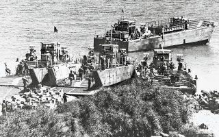 Κερύνεια, 27 Ιουλίου. Οι Τούρκοι ενισχύουν, με νέα αποβατικά κύματα, τον στρατό εισβολής, την ώρα που συνεχίζονται οι συνομιλίες της Γενεύης.