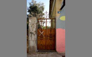 Στην οδό Κόνιαρη 36, κοντά στο γήπεδο του Παναθηναϊκού, επιζούν ελάχιστες μικρές μονοκατοικίες. ΝΙΚΟΣ ΒΑΤΟΠΟΥΛΟΣ