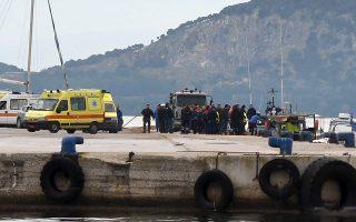 Ευρεία επιχείρηση έρευνας και διάσωσης στη θαλάσσια περιοχή νοτιοδυτικά ΠαξώνΕυρεία επιχείρηση έρευνας και διάσωσης αλλοδαπών πραγματοποιείται από τις πρωινές ώρες σήμερα, από στελέχη του Λιμενικού Σώματος – Ελληνικής Ακτοφυλακής, κατά την οποία ως τώρα έχουν περισυλλεγεί είκοσι ένας (21) αλλοδαποί σώοι και έχουν ανασυρθεί δώδεκα (12) σοροί.Ειδικότερα, το Ενιαίο Κέντρο Συντονισμού Έρευνας και Διάσωσης Λ.Σ.-ΕΛ.ΑΚΤ. ενημερώθηκε πρωινές ώρες σήμερα, για σκάφος σε δυσχερή θέση με αλλοδαπούς επιβαίνοντες, στη θαλάσσια περιοχή 13 ν.μ. νοτιοδυτικά των Παξών.Υπό το συντονισμό του Ενιαίου Κέντρου Συντονισμού Έρευνας και Διάσωσης στην περιοχή, προς εντοπισμό των ανωτέρω, έσπευσαν έξι (06) περιπολικά σκάφη Λ.Σ.-ΕΛ.ΑΚΤ., των Λιμενικών Αρχών Κέρκυρας, Ηγουμενίτσας, Πρέβεζας, Λευκάδας, Παξών και Συβότων, τέσσερα (04) παραπλέοντα πλοία, ενώ απογειώθηκαν δύο (02) ελικόπτερα της Πολεμικής Αεροπορίας και ένα (01) ελικόπτερο του Πολεμικού Ναυτικού.Μέχρι στιγμής έχουν περισυλλεγεί είκοσι ένας (21) αλλοδαποί (σώοι), εκ των οποίων τρεις (03) μεταφέρονται με ελικόπτερο του Πολεμικού Ναυτικού στο Α
