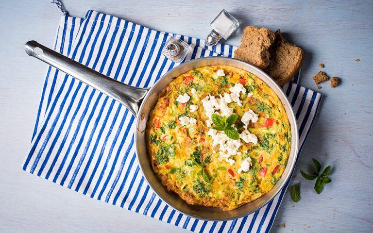 omeleta-me-kolokythakia-piperies-kai-myrodika-2357102