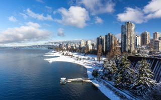 Η θέα στον χιονισμένο Κόλπο του Βανκούβερ. (Φωτογραφία: Getty Images/Ideal Image)