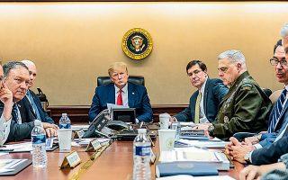 Ο Αμερικανός πρόεδρος Ντόναλντ Τραμπ κατέβηκε στο υπόγειο της Δυτικής Πτέρυγας του Λευκού Οίκου, όπου βρίσκεται η αίθουσα διαχείρισης κρίσεων, για να ενημερωθεί για την επικείμενη ιρανική πυραυλική επίθεση, αμέσως μετά τη συνάντησή του με τον Ελληνα πρωθυπουργό Κυριάκο Μητσοτάκη.
