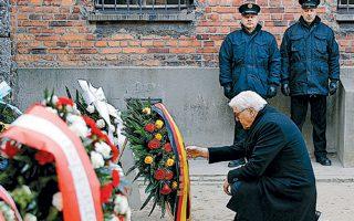 Πρώην κρατούμενοι στο ναζιστικό στρατόπεδο του Αουσβιτς τιμούν την 75η επέτειο από την απελευθέρωσή του.